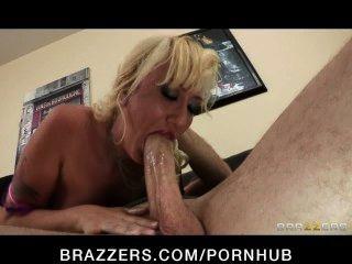 Sexy blonde milf alana evans se venga de su esposo engañoso