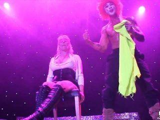 Noruego milf monica en el escenario en sexhibition oslo noruega norsk