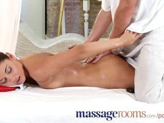 Salas de masaje hermosa adolescente ama su toque para el orgasmo femenino