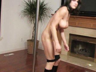 Stripper tiene golpeadores gigantes y una vagina agradable