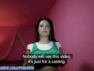 Publicagent hd enorme bobo sirale cayendo para el papel de la película falsa
