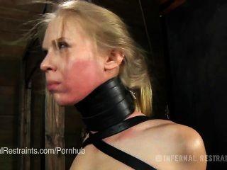 Sarah jane ceylon se entrena como un esclavo bondage