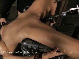 Cougar beretta james obligado en un dispositivo y cara follada (y 5 otros)