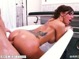 Gia and sophia bath handjob
