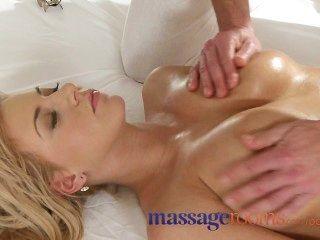Salas de masaje bronceado afeitado busty joven rubia intenso orgasmo