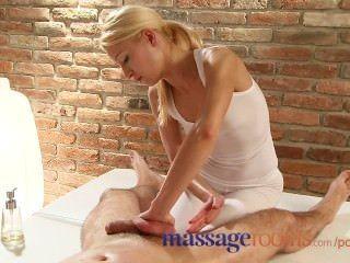 Salas de masaje masajista tiene un orgasmo squirting como ella monta el cliente duro