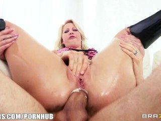 Kimmy olsen tiene su culo aceitado y jodido duro