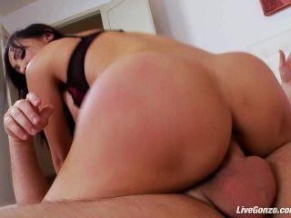 Livegonzo katsuni asian babe disfruta del sexo anal