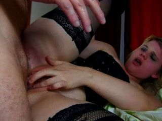 Camwhore francés es castigado con una polla gorda en su culo