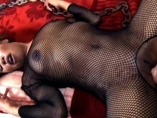 Ebony babe femdoms su marido perezoso y recibe anal