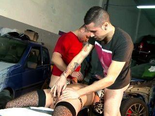Chica garaje español paga por error