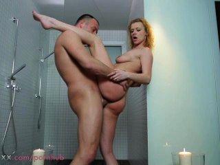 Mamá pareja hacer el amor en la ducha