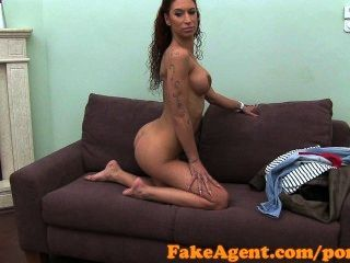 Fakeagent hd latino dancer hace anal en casting