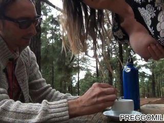 Lactante amateur milf al aire libre teaparty