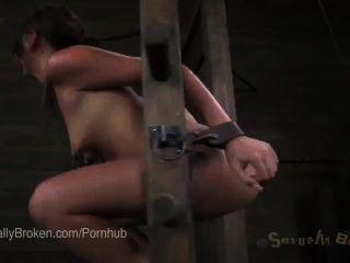 Linda pelirroja claire robbins cums incontrolablemente con dick abajo de su garganta
