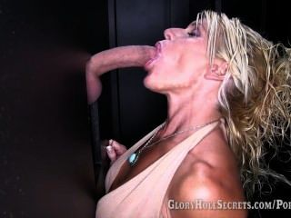 Gloryhole secretos gina da mamadas a 6 desconocidos y traga su cum