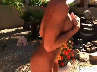Aziani hierro abby marie fitness modelo quita el bikini