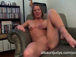 Alyssa dutch se masturba en auntjudys.com