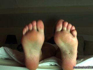 Jenni curiosidad sobre el fetiche de los pies