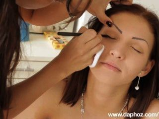 Romanian girl desnuda entrevista de selena y escenas calientes de la transformación erótica