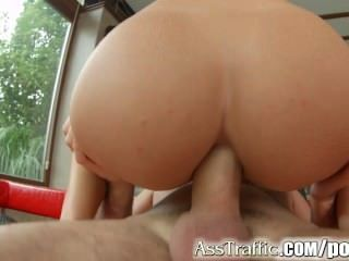 Asstraffic morena sexo anal con enormes gapes y cum swallow