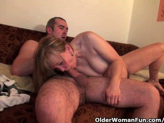 Abuela obtiene su coño peludo follada profunda