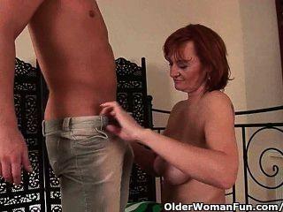 Puta abuela se fisted antes de que ella recibe un facial