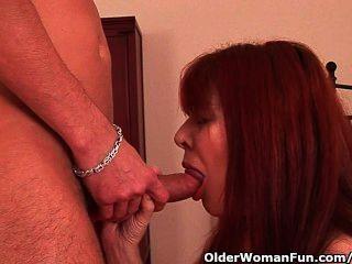 image Chica toma carga masiva en su boca