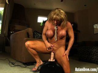 Grandes músculos, gran clítoris y un gran orgasmo intenso