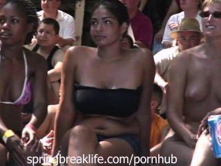 Concurso de sacudida desnuda
