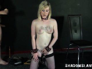 Lesbianas pies lamiendo y pie la dominación de lezdomme slavegirl satine chispa