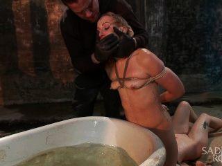 Dos putas rubias por doble brutalidad