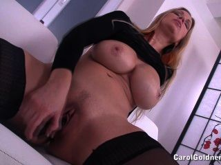 Carol folla su coño húmedo