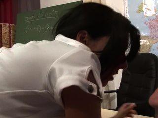 Profesor obtiene doble equipo por los estudiantes