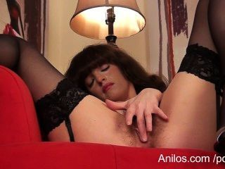 Primer video orgasmo para coño peludo milf