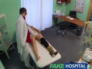 Falsa médico de hospital niega los antidepresivos y prescribe una buena lamedura