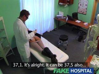 Falsa tratamiento hospitalario sexual se convierte en magnífico gemidos de dolor del paciente