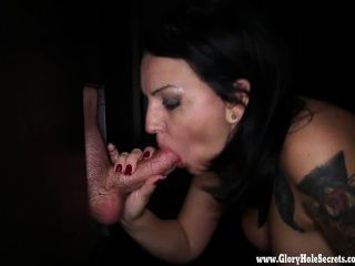 Gloryhole secretos milf kitty dando bjs 4