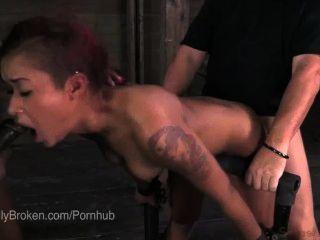 Cassandra nix bound \u0026 blindfolded para que ella debe chupar dick