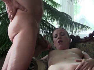 Bj reina sylvia chrystall en la sala de estar.Video porno de la casa hd.