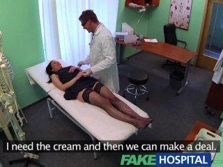 Fakehospital sin seguro de salud hace tímido paciente a pagar por el tratamiento