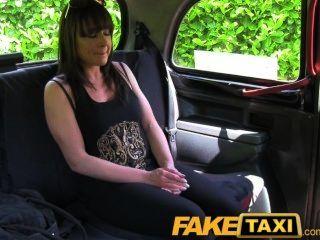 Mujer casada follada por un desconocido