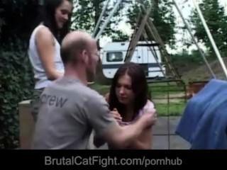 Coño hussy hace una pelea de gatos y se la follan