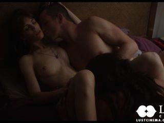 Cine de lujuria espiando a una pareja teniendo relaciones sexuales