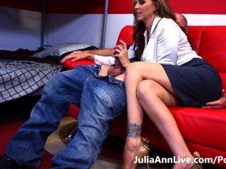 Tutor calienteBusty milf julia ann hace que su estudiante estudiar duro!