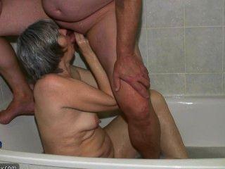 Abuelita cachonda caliente con anteojos y chico joven fuck