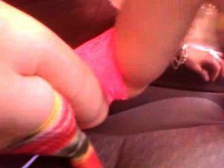 24 años jennifer usa un vibrador para su primera vez nunca 2