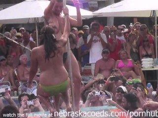 Fantasy fest 2013 dantes pool concurso hot milfs y pollitos compiten por dinero en efectivo