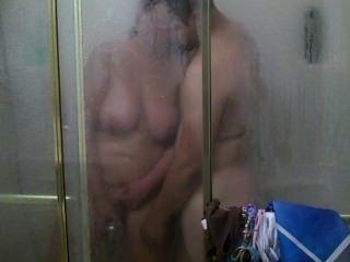 Una ducha regular se convierte en puta hardcore y cumshot :)