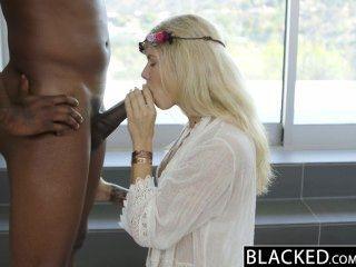 Blacked modelo de moda rubia addison belga chorros en el pene negro enorme!